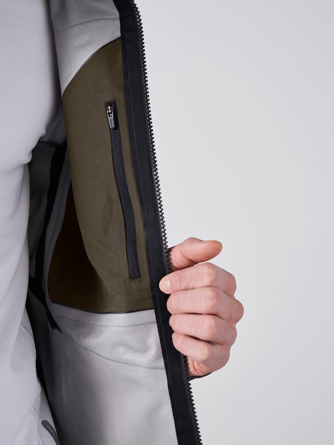 OKOVO V3.Y5.01 Packable Waterproof Jacket olive Extra Alpha Tauri
