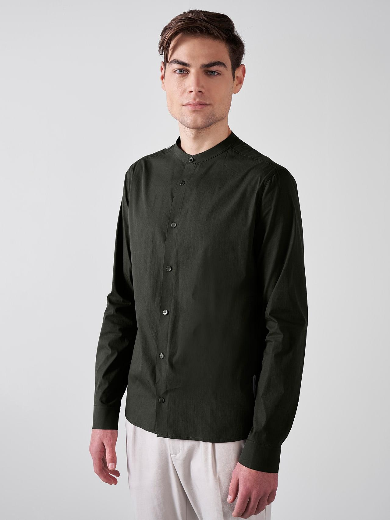 WIDT V9.Y5.01 Stand-Up Collar Cotton-Stretch Shirt olive Model shot Alpha Tauri