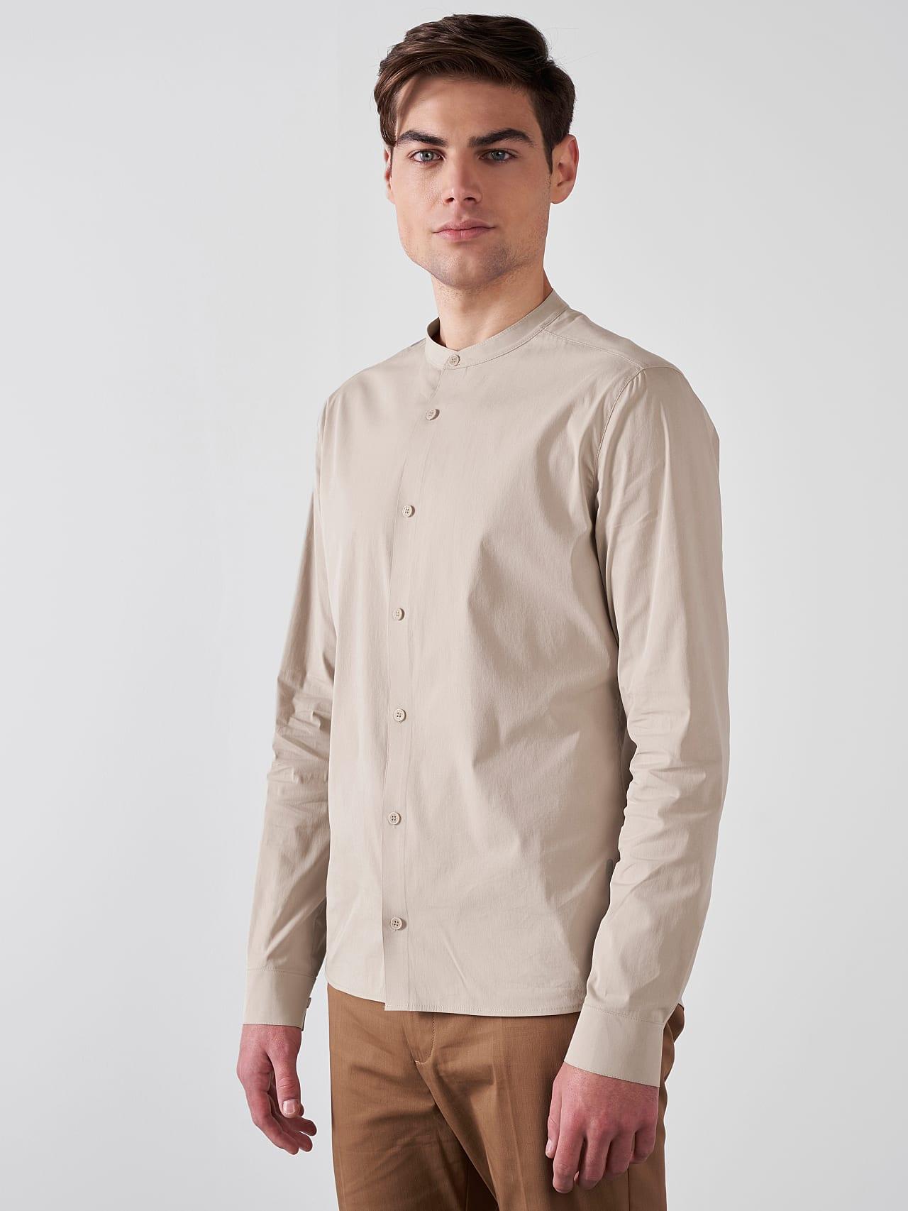 WIDT V9.Y5.01 Stand-Up Collar Cotton-Stretch Shirt Sand Model shot Alpha Tauri