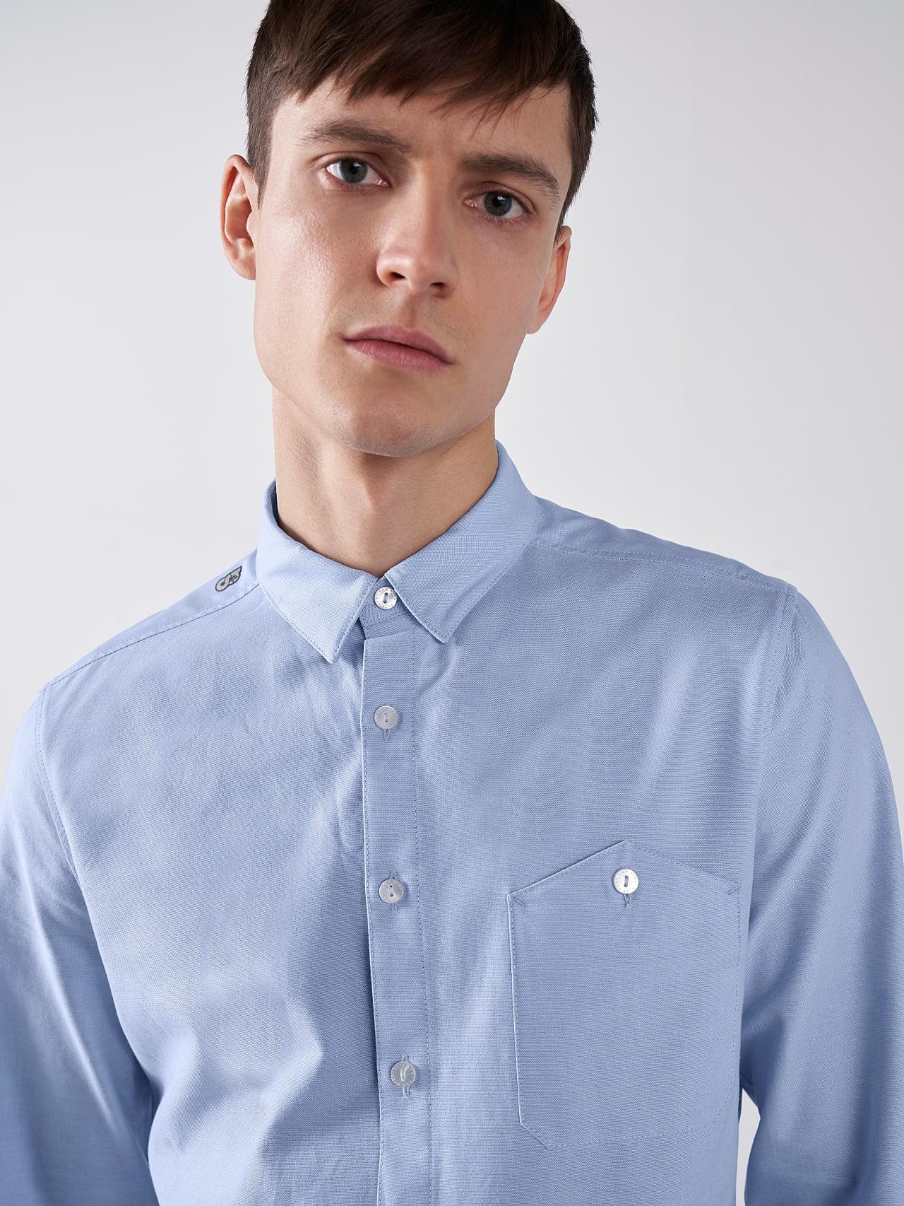 WOSKA V2.Y5.01 Kent Collar Oxford Shirt light blue Model shot Alpha Tauri