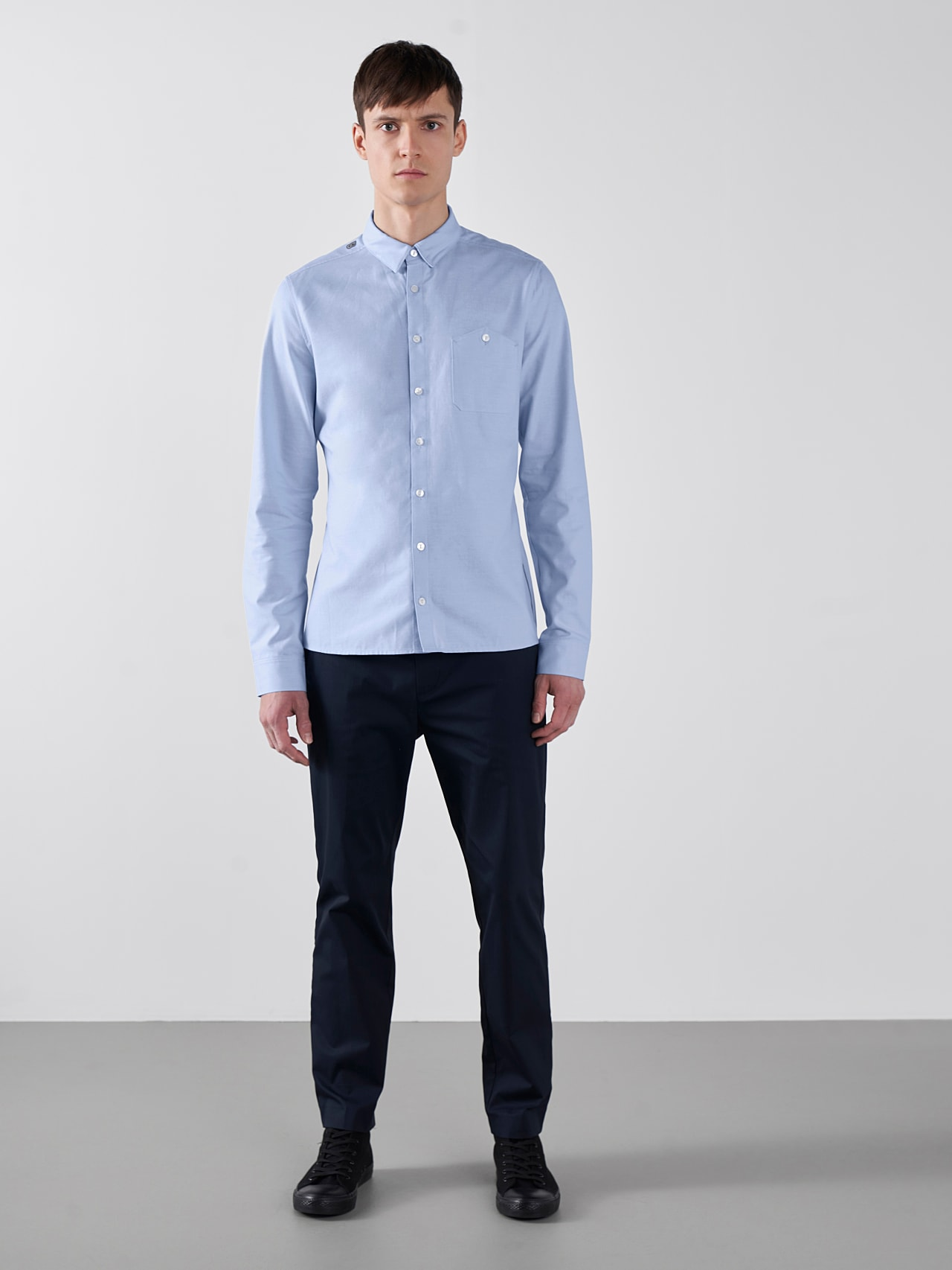 WOSKA V2.Y5.01 Kent Collar Oxford Shirt light blue Front Alpha Tauri