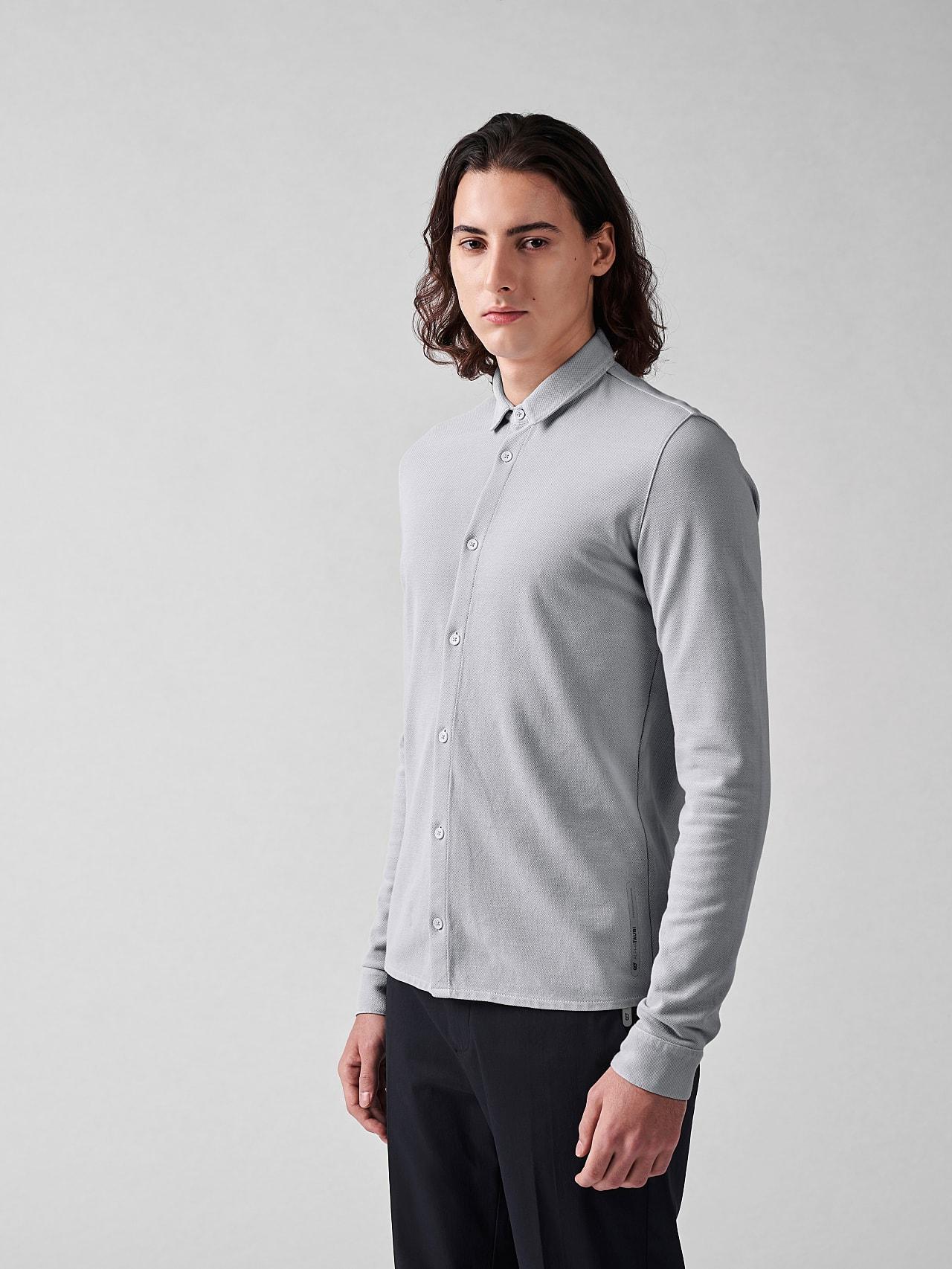 JIQUE V1.Y5.01 Pique Shirt with Kent Collar light grey Model shot Alpha Tauri