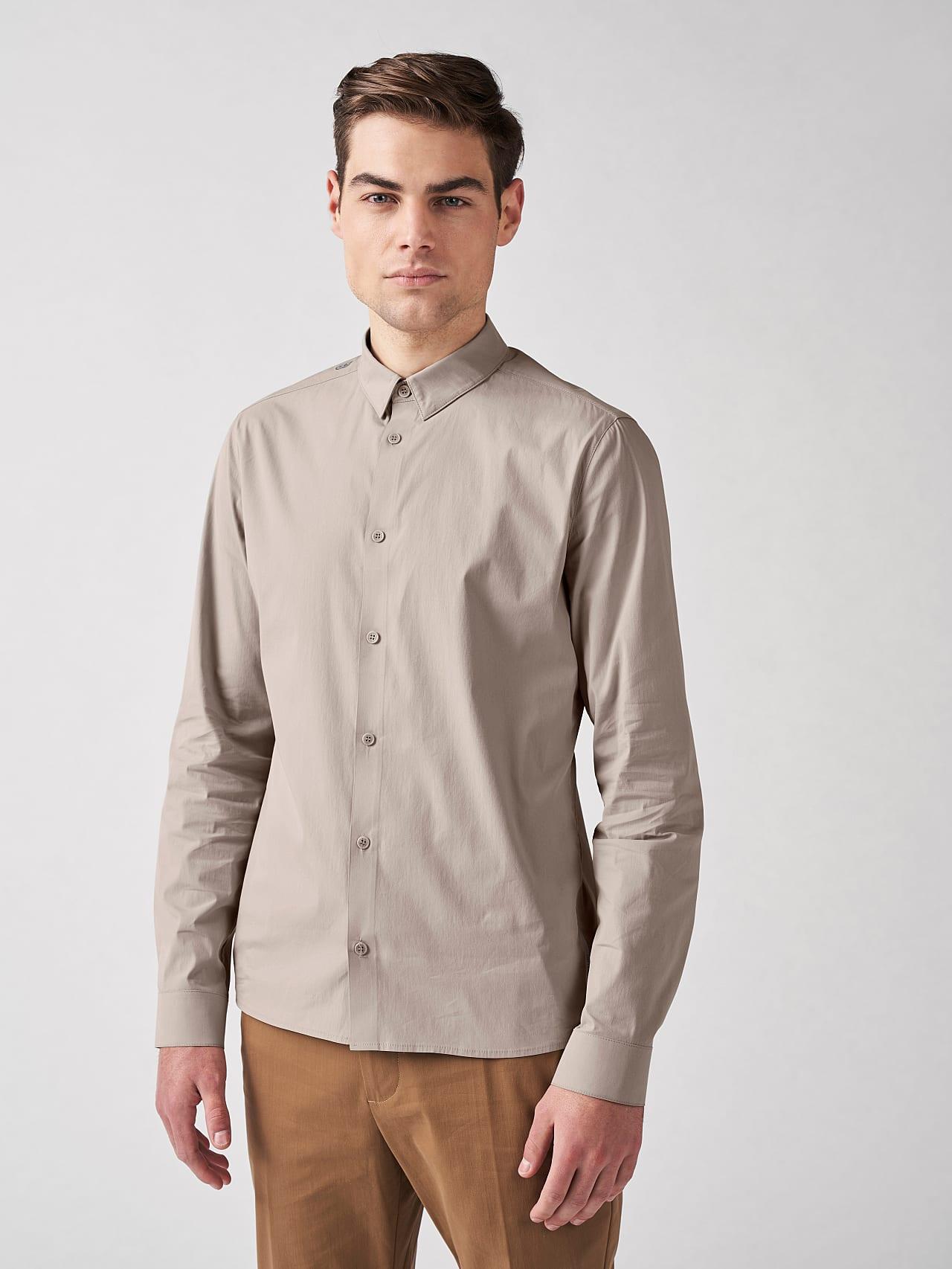 WAARG V1.Y5.01 Cotton-Stretch Shirt Sand Model shot Alpha Tauri