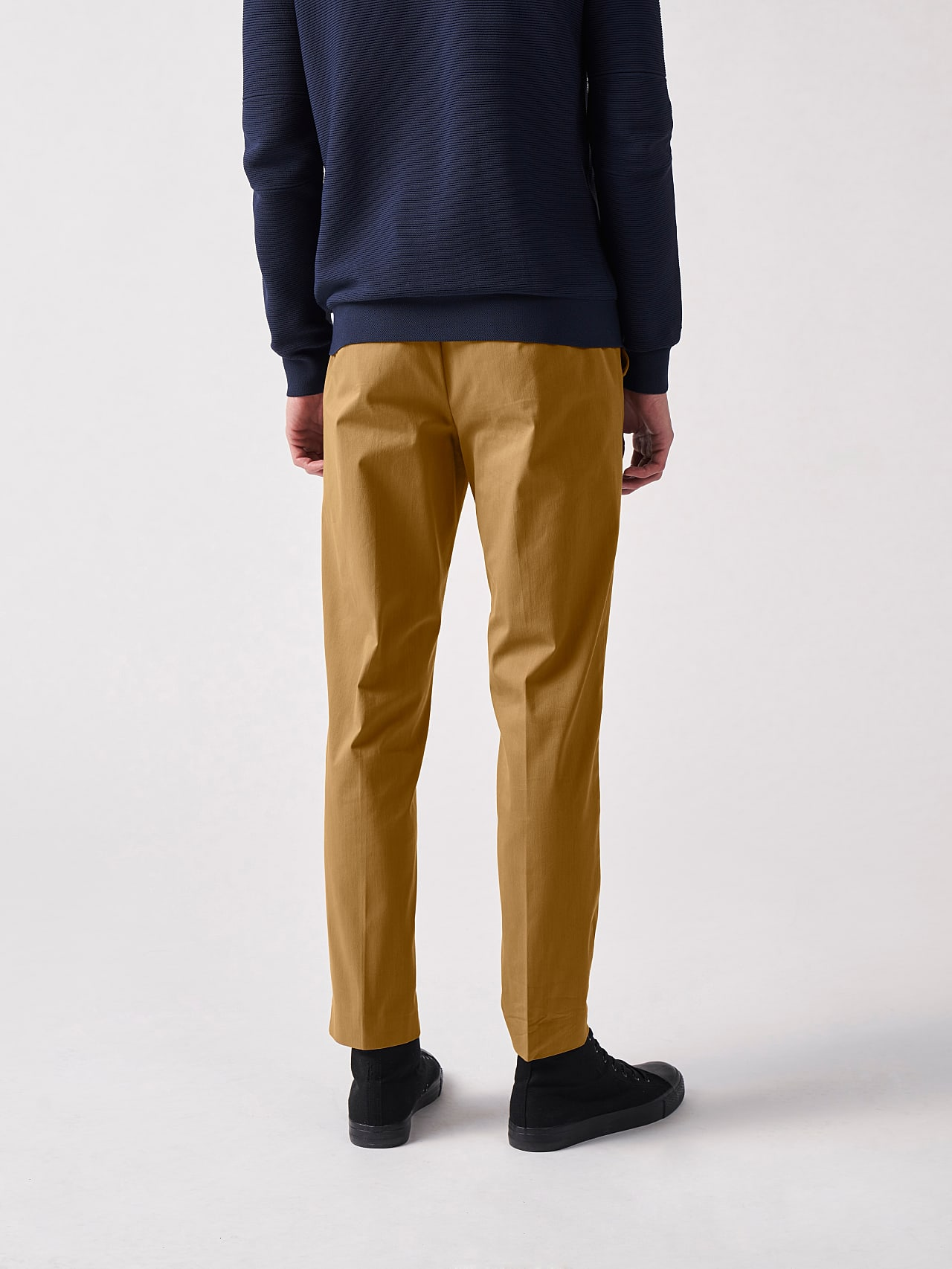 PLAIZ V2.Y5.01 Water-Repellent Cotton-Stretch Chino brown Front Main Alpha Tauri