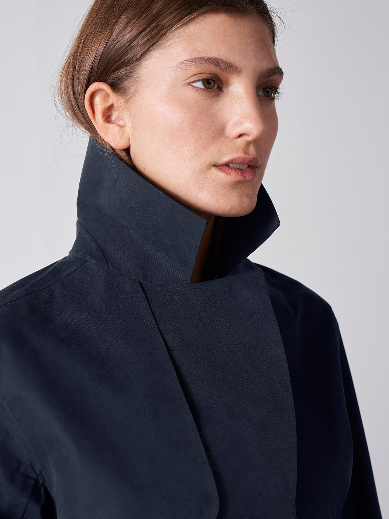 OZENZ V1.Y5.01 Packable Waterproof Trench navy Right Alpha Tauri