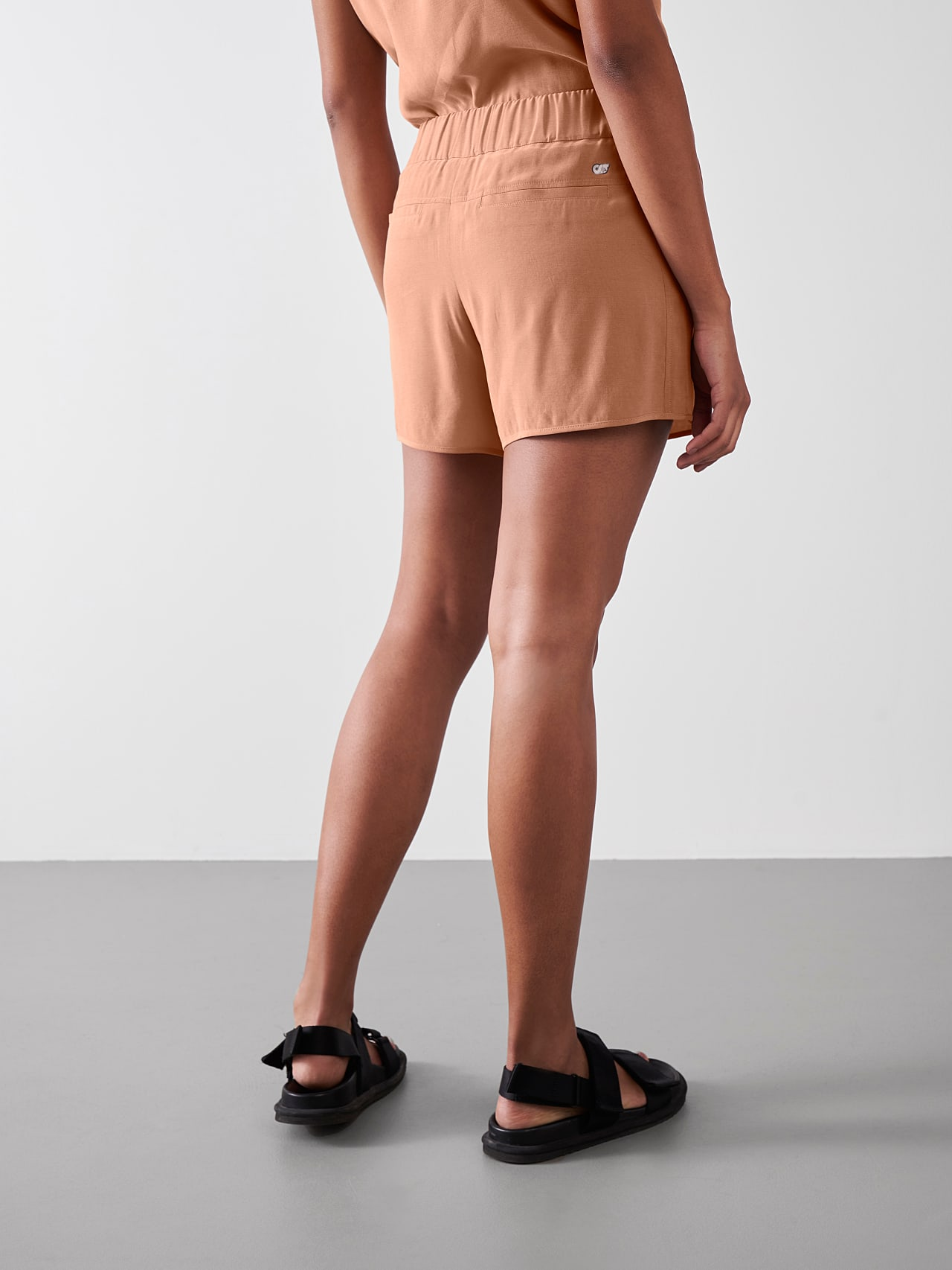 PHORT V1.Y5.01 Relaxed Cupro Shorts rose Front Main Alpha Tauri