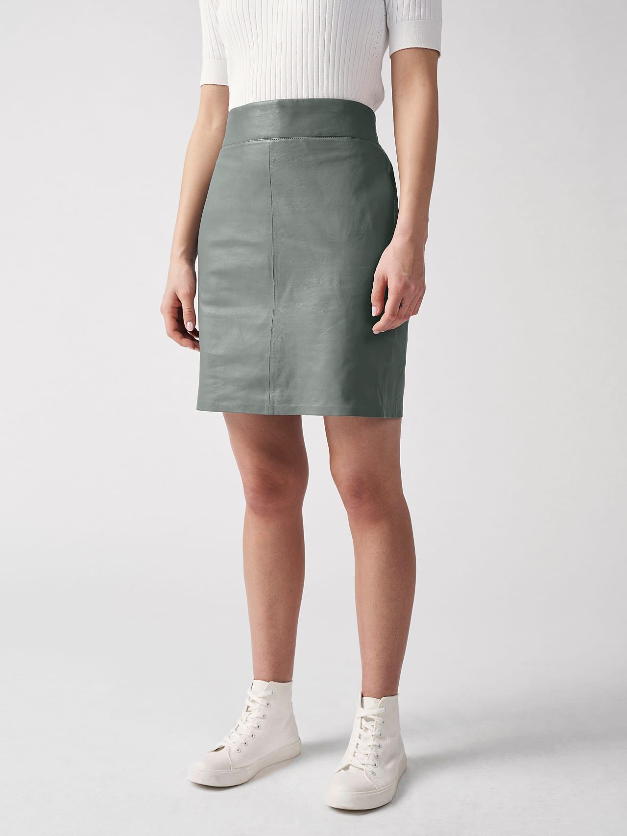 LEXSI V1.Y5.01 Leather Pencil Skirt Grey Model shot Alpha Tauri