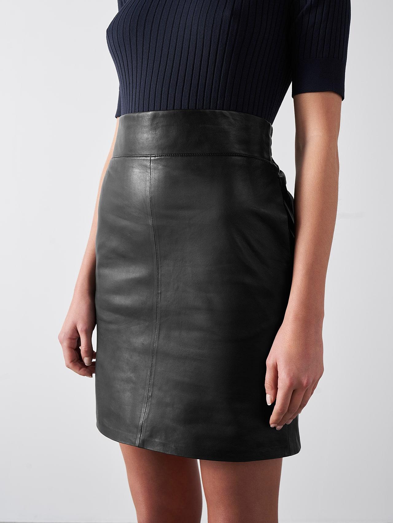 LEXSI V1.Y5.01 Leather Pencil Skirt black Model shot Alpha Tauri