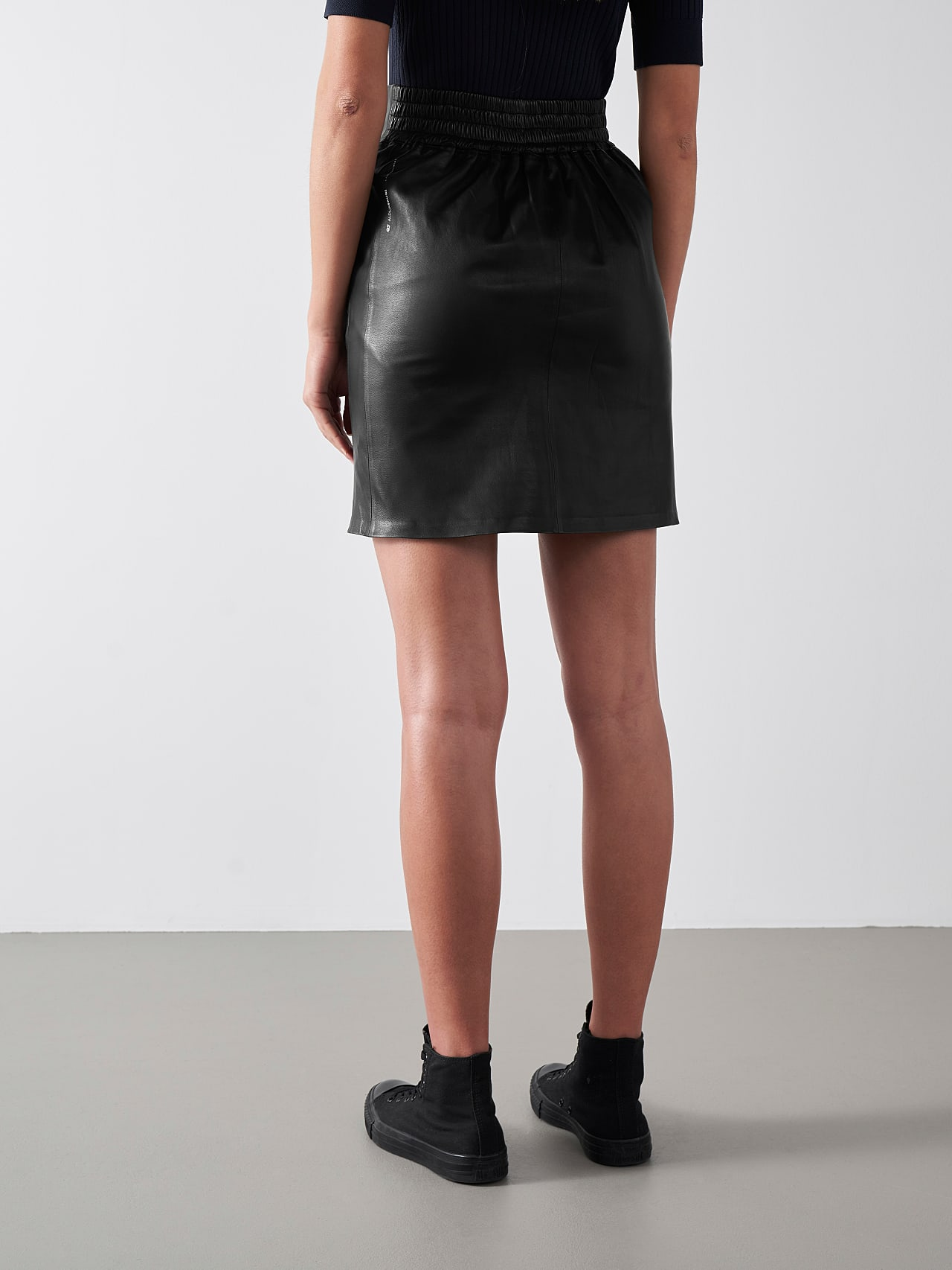 LEXSI V1.Y5.01 Leather Pencil Skirt black Front Main Alpha Tauri
