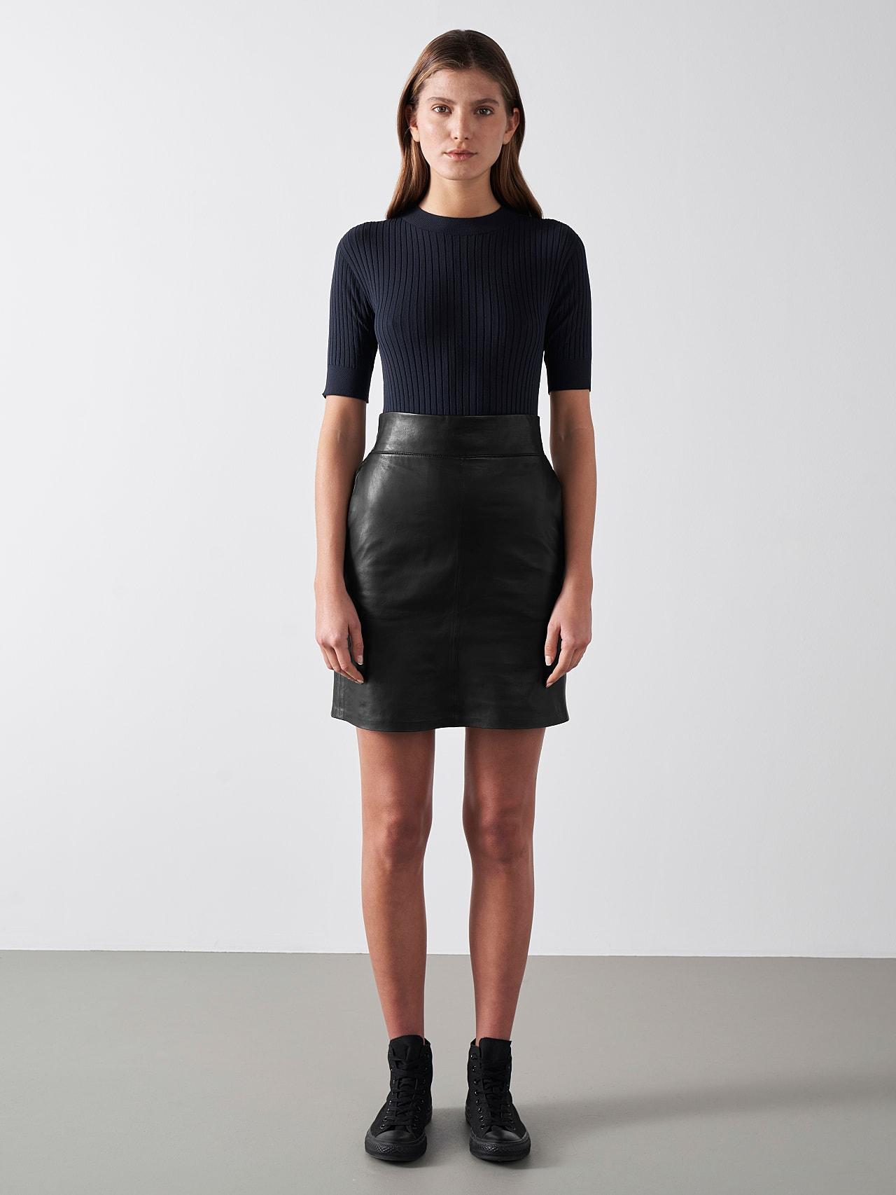 LEXSI V1.Y5.01 Leather Pencil Skirt black Front Alpha Tauri